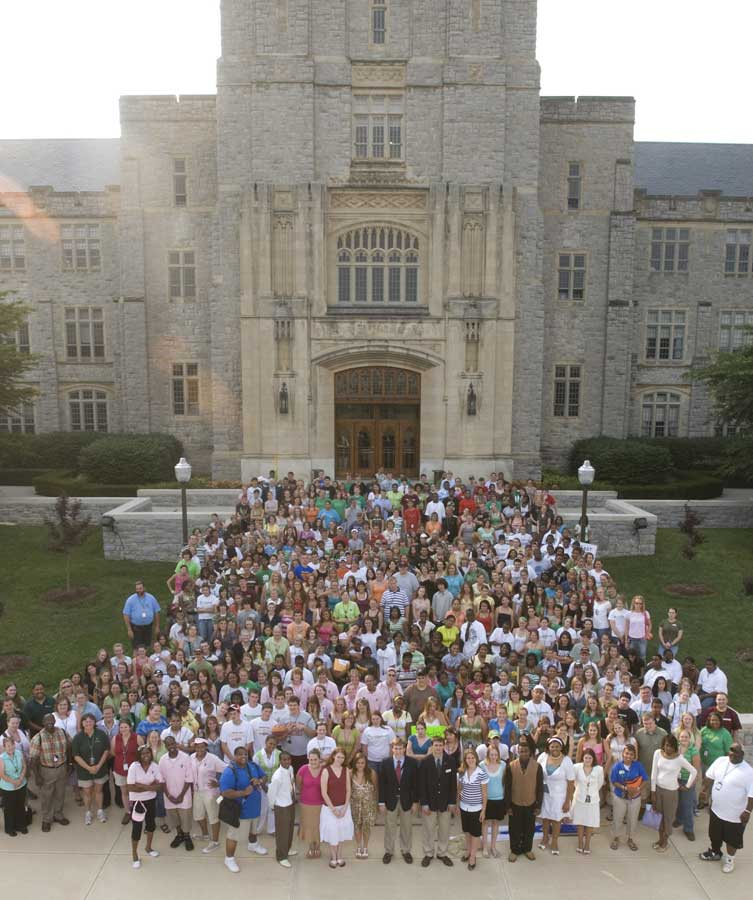 2007 4-H delegates assembled in front of Burruss Hall.