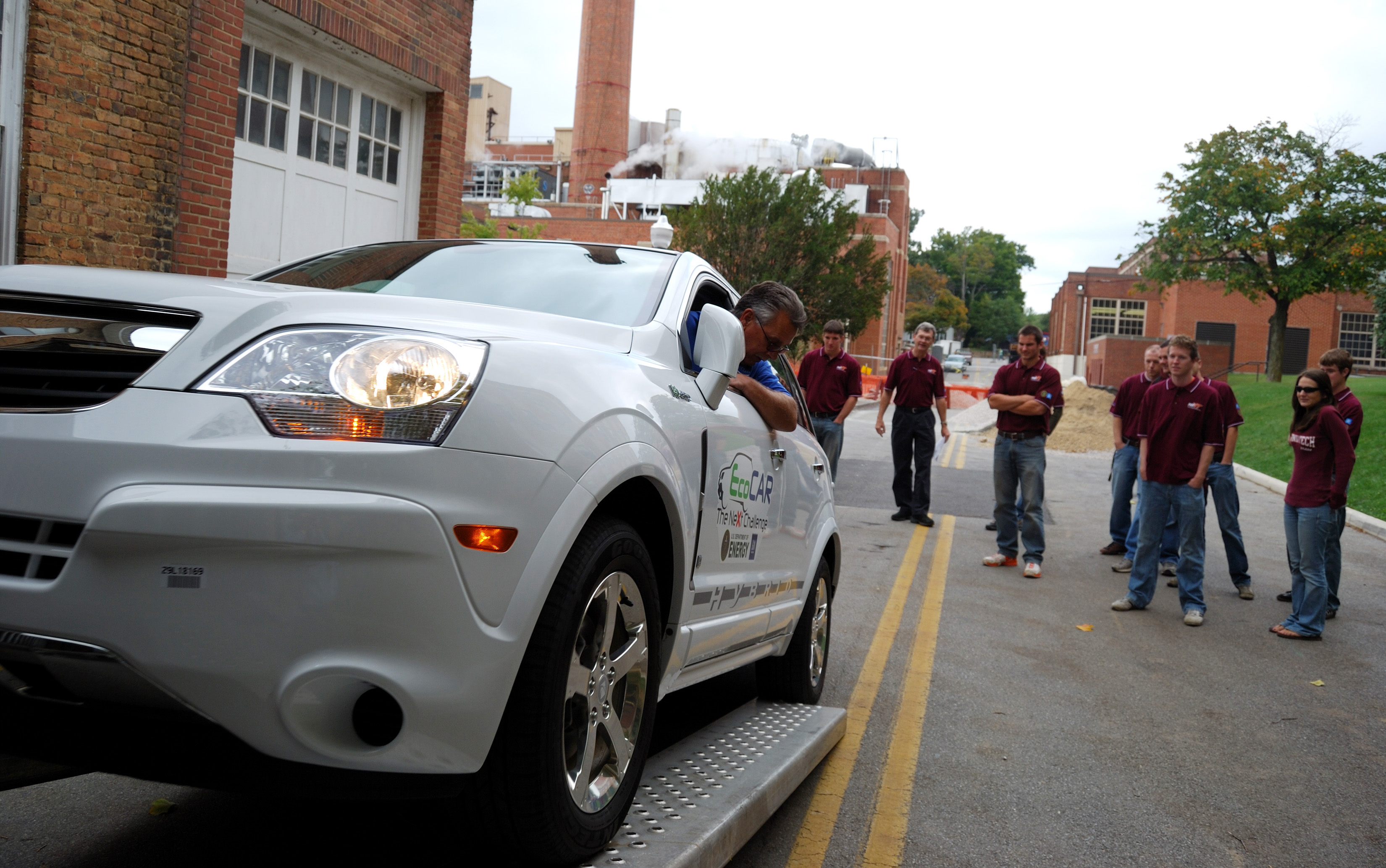 The 2009-10 Hybrid Electric Vehicle Team of Virginia Tech took delivery of a 2009 crossover SUV donated by General Motors this past fall.