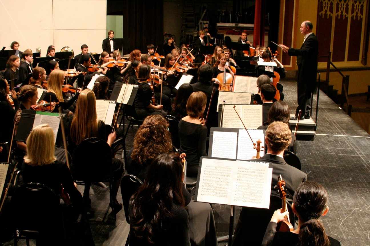 The New River Valley Symphony under the direction of James Glazebrook