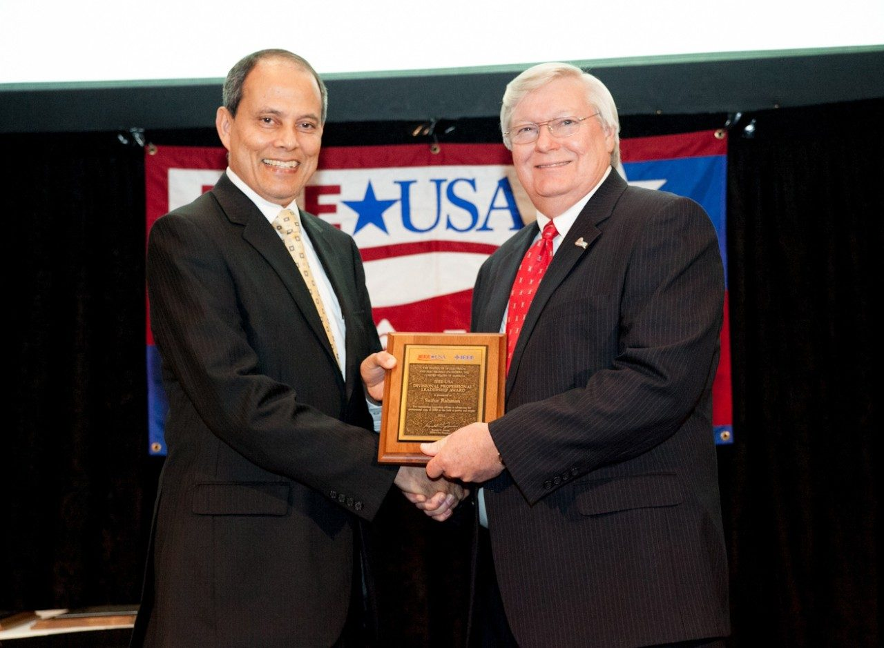 Saifur Rahman, left, accepts Divisional Professional Leadership Award from IEEE-USA President Jim Howard.