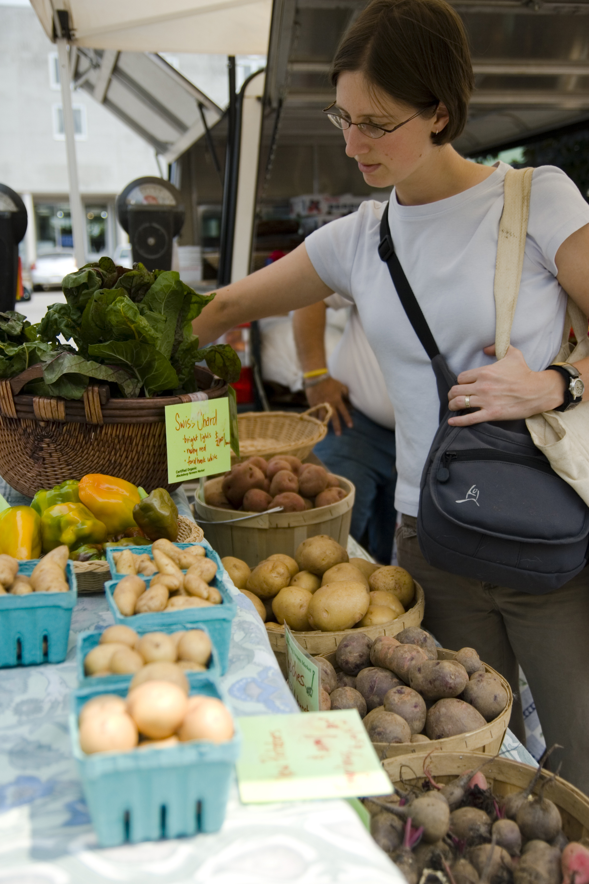 photo of lady shopping at a farmers market