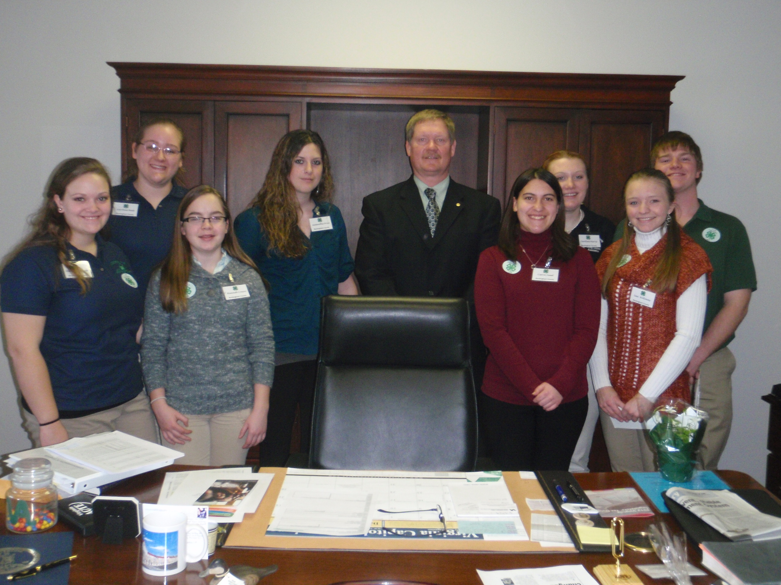 4-H'ers meet with a state legislator.