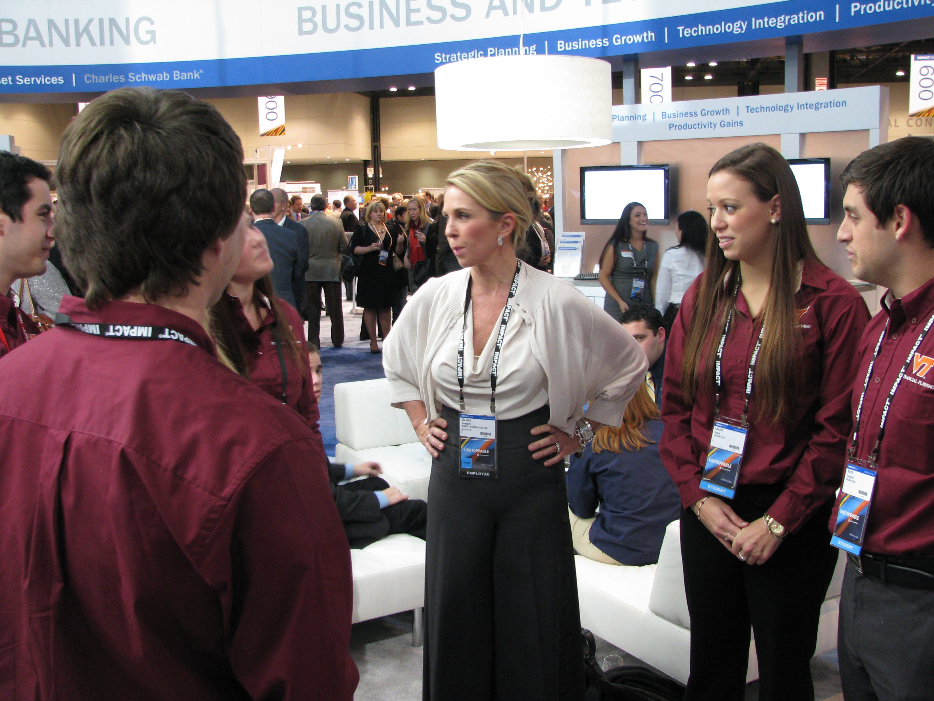 Liz Ann Sonders, chief market strategist for Charles Schwab, chats with Virginia Tech students attending Schwab's Impact conference in Chicago last November.