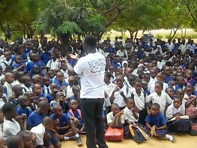 More than 400 students gathered to sing songs, talk about their goals and challenges, and hear Mohamed Mwinyi explain his library project.
