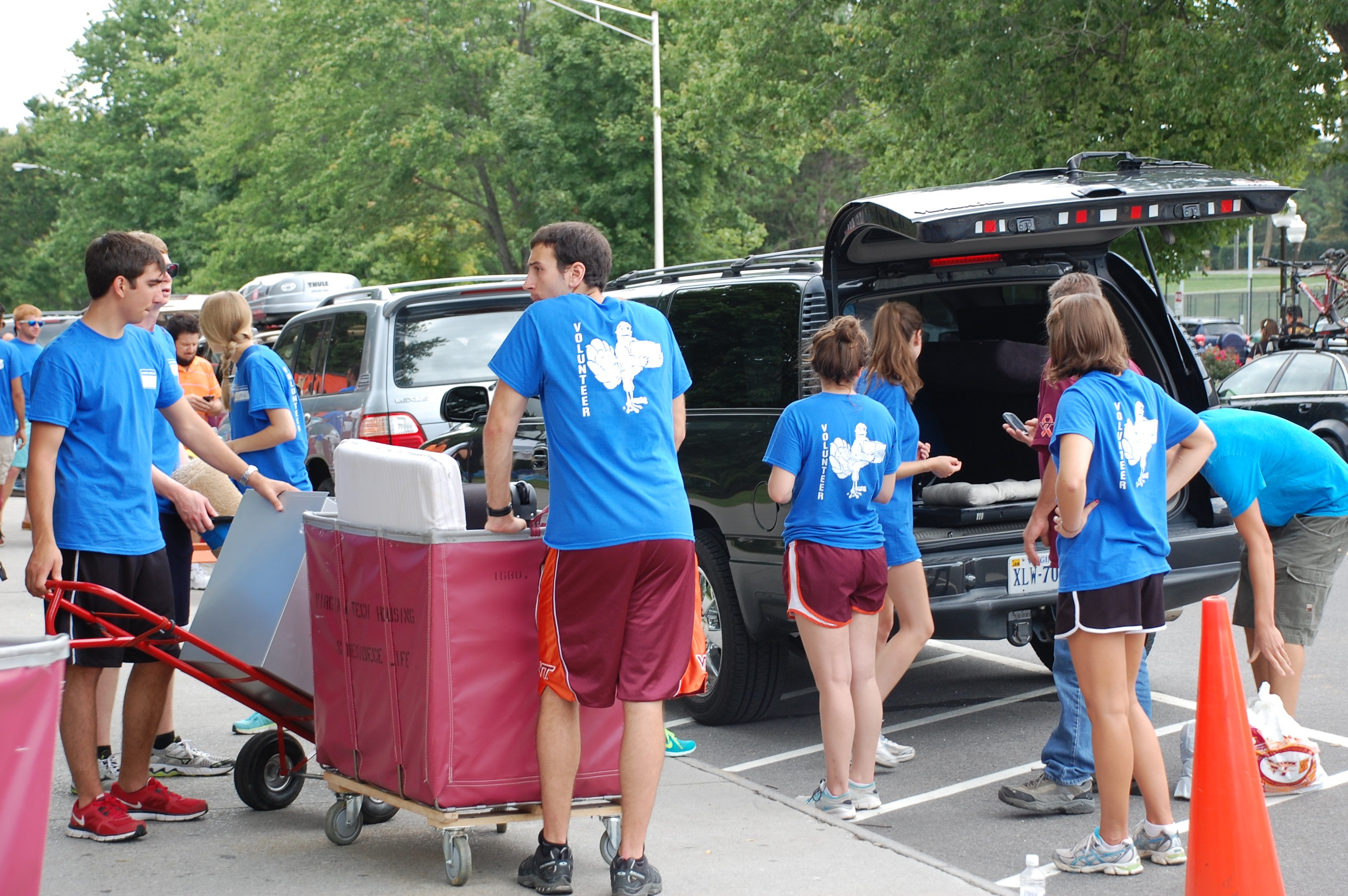 photograph of Hokie Helpers on move-in day