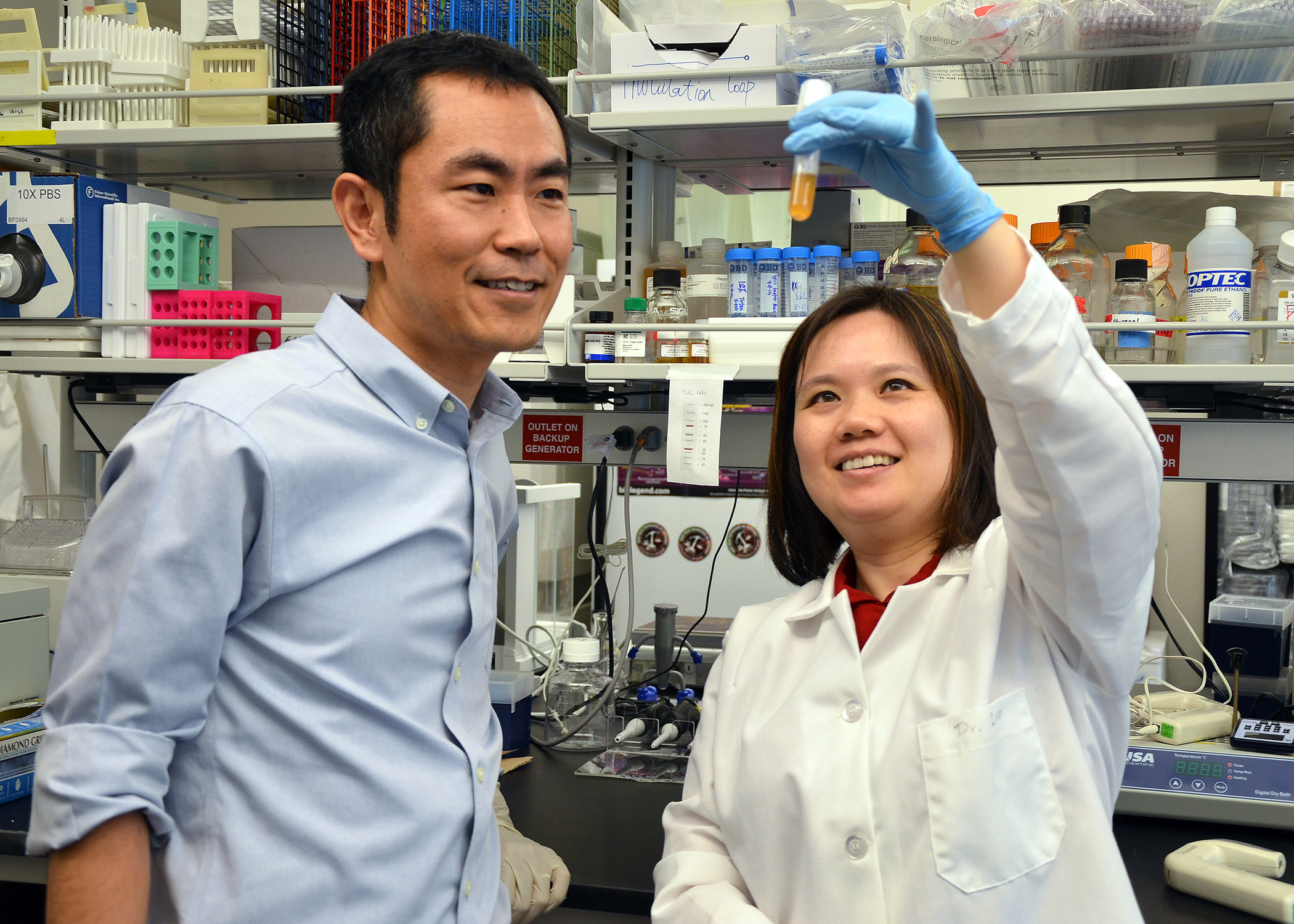 Xin Luo and Husen Zhang in the lab