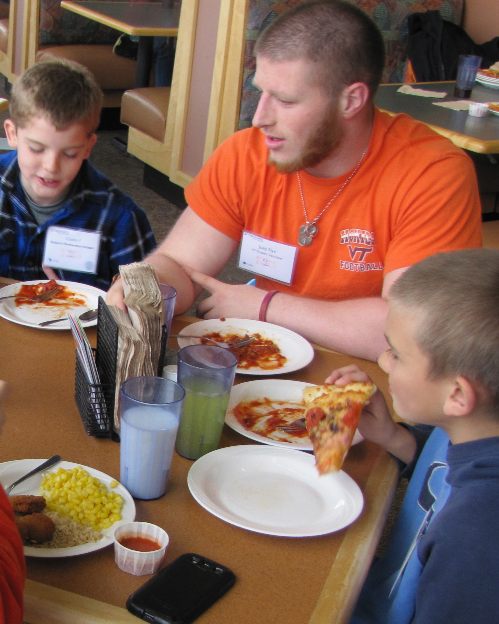 Joey Slye eats lunch with fifth graders.