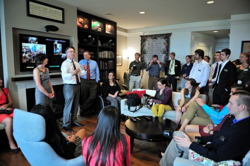 President Sands visits with honors students in the home of the faculty principal.