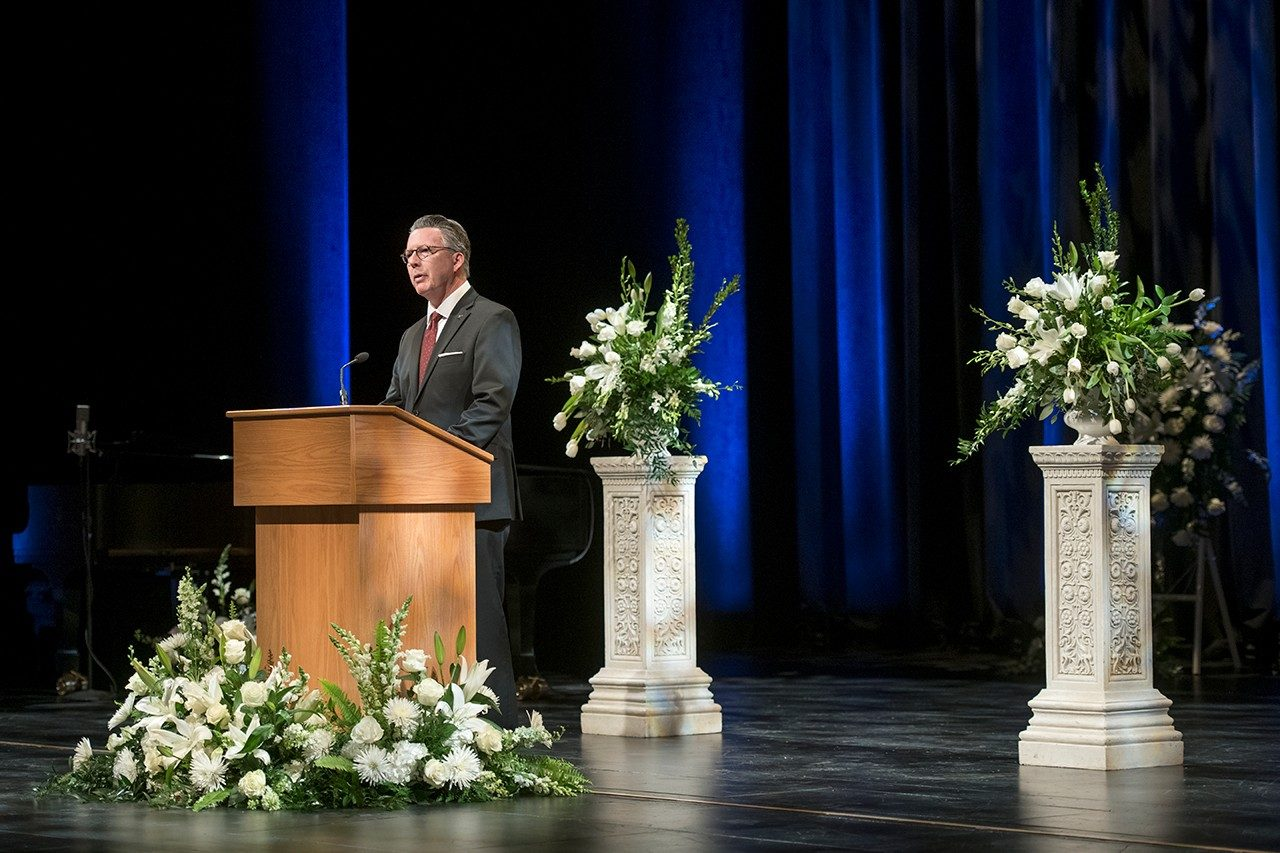 President Tim Sands speaks during the memorial service for President Emeritus Charles Steger