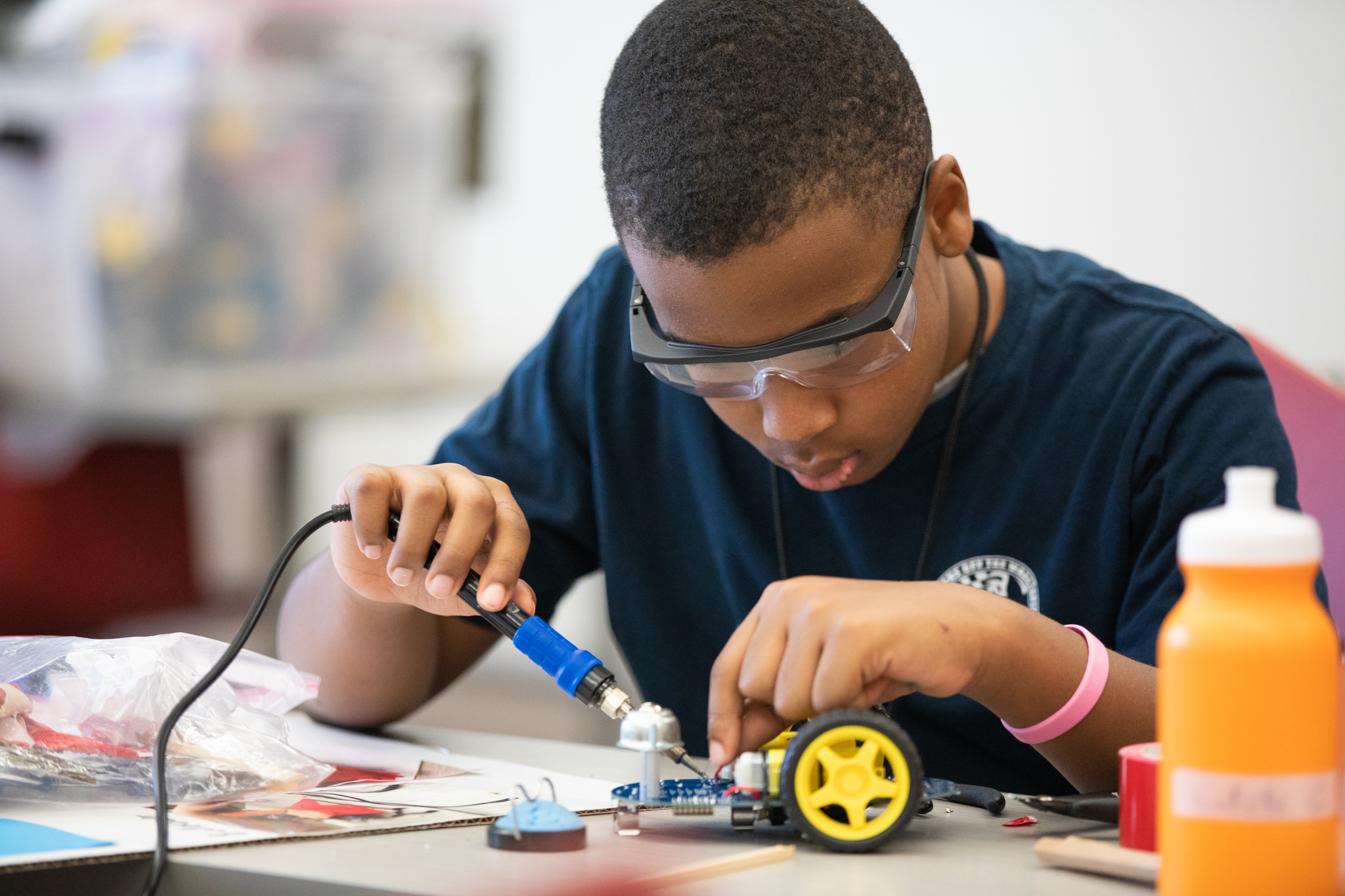 High schooler builds sumo-bot at Pathways for Future Engineers summer program.