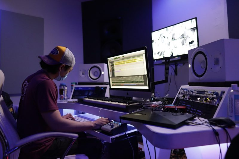 David Kim '20 works on an audio project in Defiant Studios, Richmond, Va. Photo by Teon Productions.